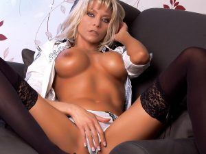 Livecam Strip mit der Blonden XTaschaX